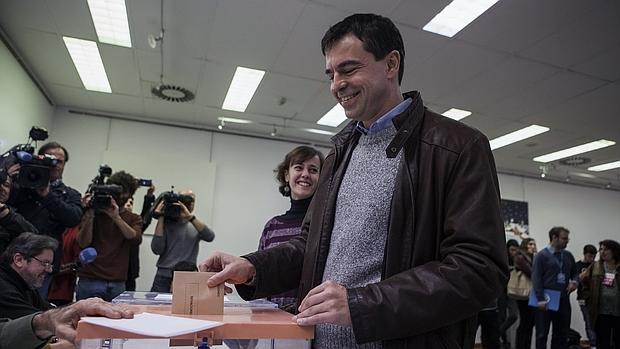 Andrés Herzog, cabeza de lista de UPyD, no ha logrado esquivar al alargada sombra de su antecesora y se queda sin representación en ambas cámaras