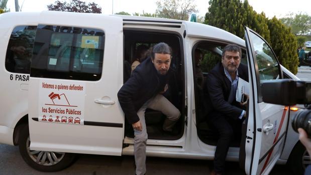 Debate Atresmedia: Pablo Iglesias llega en taxi al debate