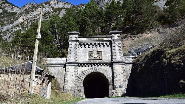 Acceso al viejo túnel ferroviario de Canfranc (Huesca)