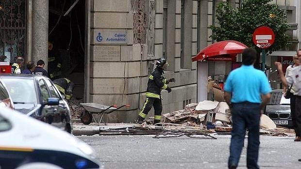 Escombros tras la explosión de un cajero en Santiago en julio de 2005