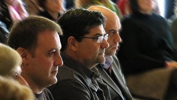 Natxo Bellido (Compromís), Miguel Ángel Pavón (Guanyar) y Gabriel Echávarri (PSOE)