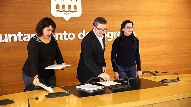 María Luisa Alonso (izquierda) en el Ayuntamiento de Logroño