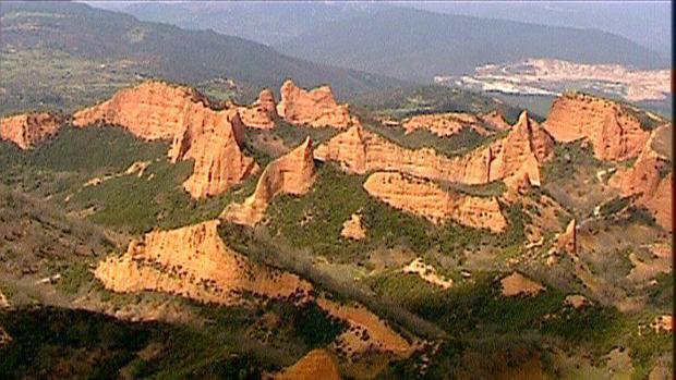 Las médulas en León, una mina en superficie de la época romana que dejó un llamativo paisaje