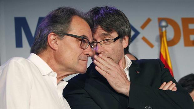 Mas y Puigdemont, ayer en la sede electoral de Convergència