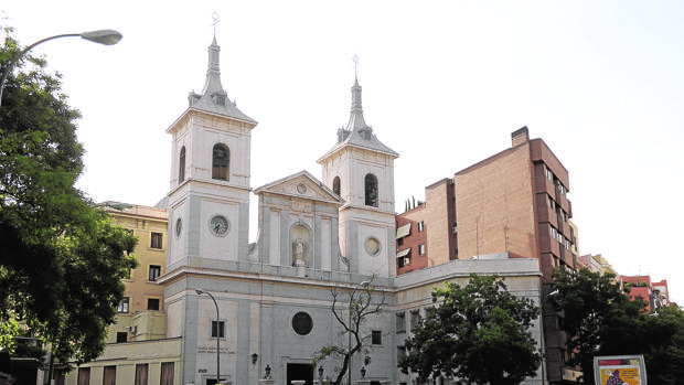 Fachada exterior de la parroquia de Chamberí