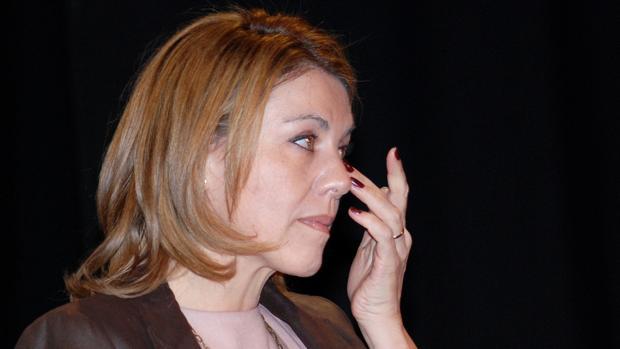 La secretaria general del PP, María Dolores de Cospedal, llora en un acto en 2011