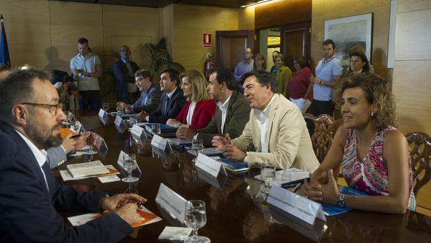 Imagen de las negociaciones del pacto PP-C's