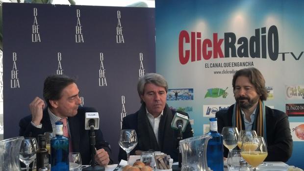 Angel Garrido entre periodistas miembros del Experience Club