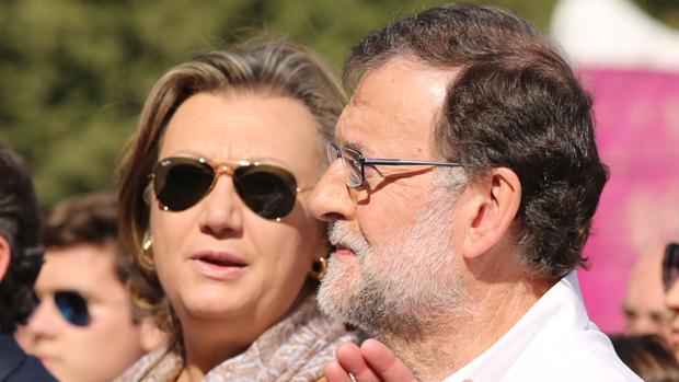 Luisa Fernanda Rudi, senadora y líder del PP aragonés, junto a Mariano Rajoy, en una imagen de archivo