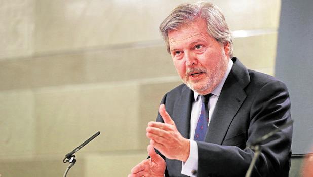 El portavoz del Gobierno, Íñigo Méndez de Vigo, este viernes después del Consejo de Ministros
