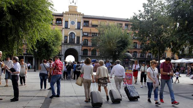 Turistas por la plaza de Zocodover
