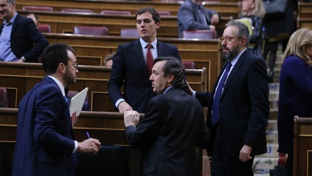 Antonio Hernando (PSOE), Albert Rivera (Cs), Rafael Hernando (PP) y Juan Carlos Girauta (Cs), en el Congreso