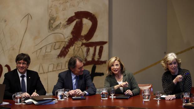 Mas, Ortega y Rigau, junto a Puigdemont en la reunión del Gobierno catalán