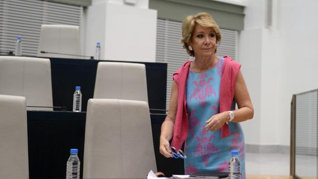 La portavoz del PP en el Ayuntamiento de Madrid, Esperanza Aguirre, en el Pleno de Cibeles