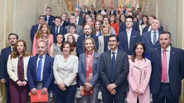 La infanta Elena con los responsables políticos y económicos, en los premios de la Fundación Mapfre
