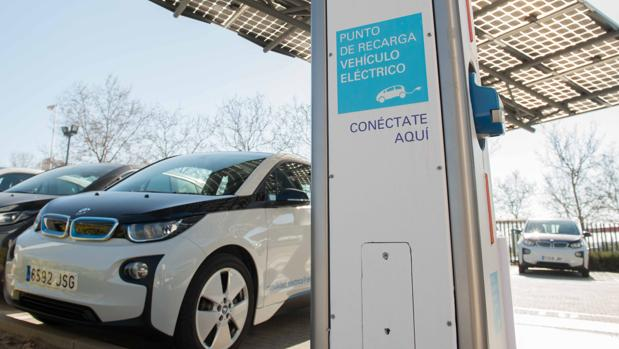 La primera etapa del recorrido se realizará en un vehículo eléctrico de la empresa de automoción BMW