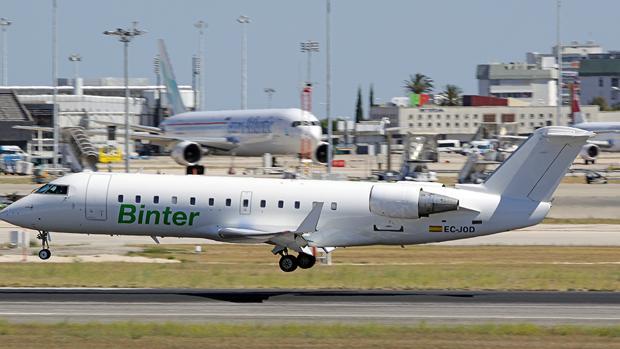 Un aparato de Binter Canarias en el Aeropuerto de Lisboa