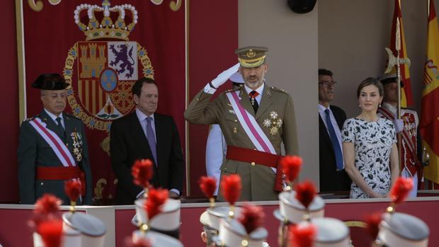 Felipe VI en el desfile del Día de las Fuerzas Armadas