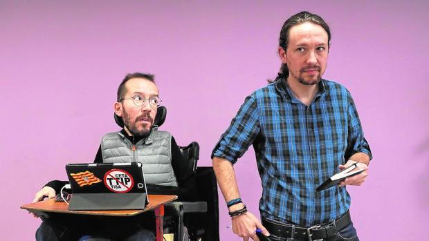 El secretario de Organización de Podemos, Pablo Echenique, y el líder del partido, Iglesias