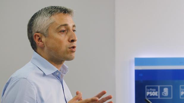 El secretario de Organización de los socialistas riojanos y miembro de la gestora del PSOE, Francisco Ocón