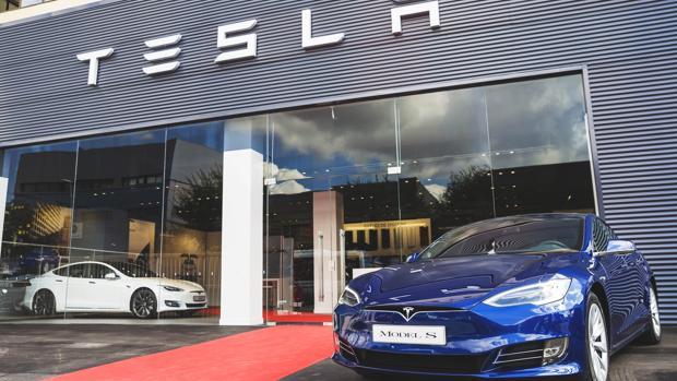 Fachada de la tienda Tesla ubicada en L'Hospitalet de Llobregat