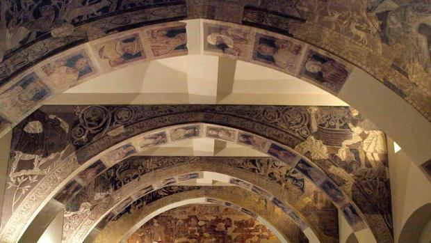 Las pinturas románicas de Sijena siguen retenidas en el MNAC barcelonés