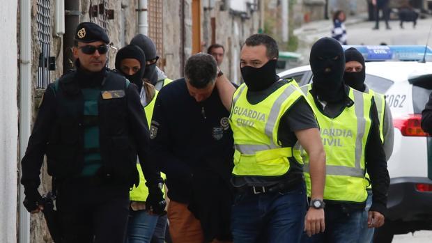 Momento de las detenciones vinculadas con Al Qaeda, el pasado abril, en El Espinar