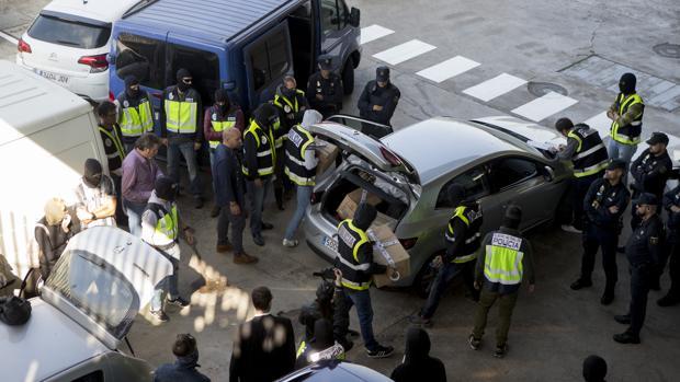 La Policía Nacional se incauta del material que los Mossos iban a destruir en una incineradora