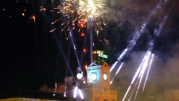Fuegos artificiales en la Puerta del Sol durante una Nochevieja