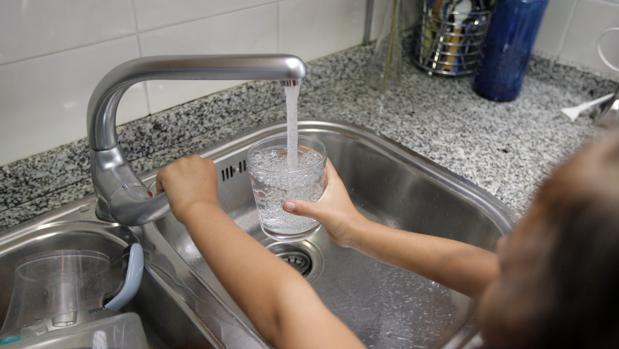 La Xunta alerta contra el consumo prolongado de agua con altos índices de trihalometanos