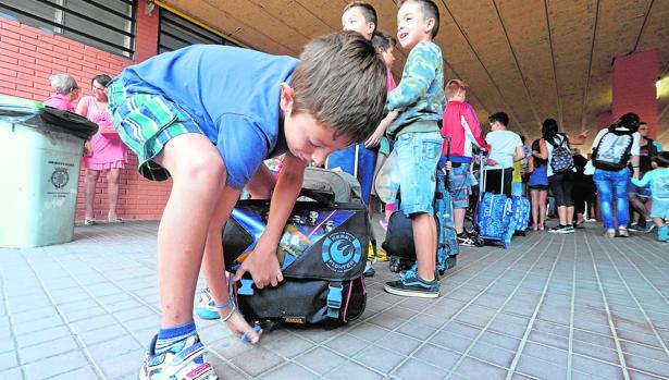 El director del colegio «Infanta Cristina» de El Provencio, Ricardo Sánchez, confía en que con el buen tiempo todos los alumnos eviten el coche para ir al colegio