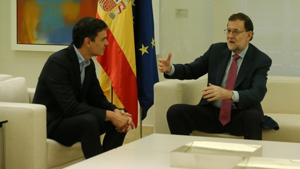 Mariano Rajoy junto a Pedro Sánchez en uno de sus encuentros en Moncloa