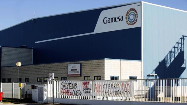 Planta de Gamesa en Miranda de Ebro (Burgos), con pancartas en contra del cierre
