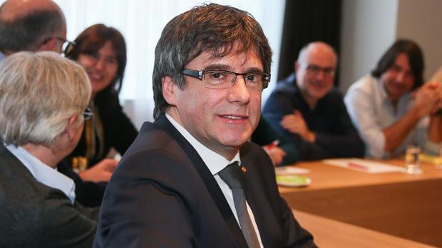 El expresidente de la Generalitat Carles Puigdemont se reúne con diputados de Junts per Catalunya