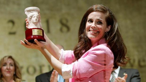 Nuria Gago en el momento de recoger el Premio Azorín 2018