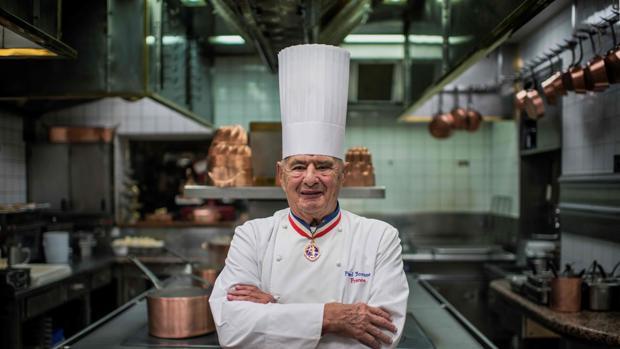 Paul Bocuse, en la cocina de su restaurante