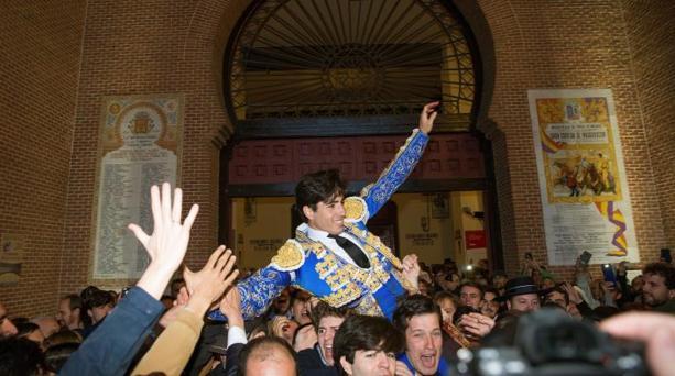 Álvaro Lorenzo, sacado en hombros por la puerta grande de Las Ventas el pasado Domingo de Resurrección