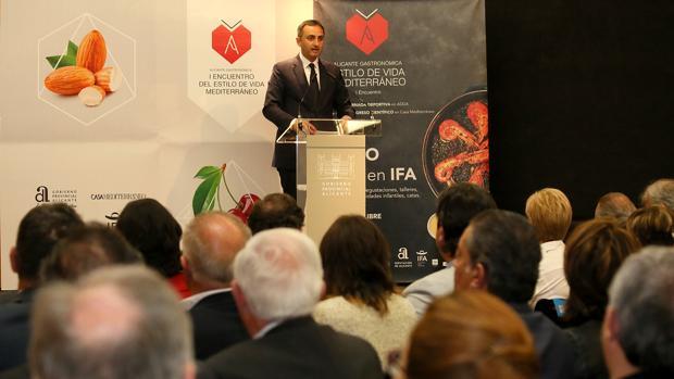 El presidente de la Diputación de Alicante, César Sánchez, presentando Alicante Gastronómica
