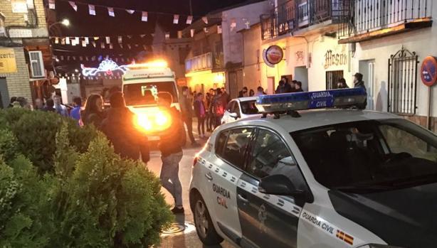 Guardia Civil y una ambulancia en el lugar de los hechos