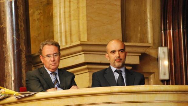 El prseidente del CAC, Roger Lopacher, junto al miembro del consejo a propuesta del PP, Daniel Sirera, que emitió un voto particular