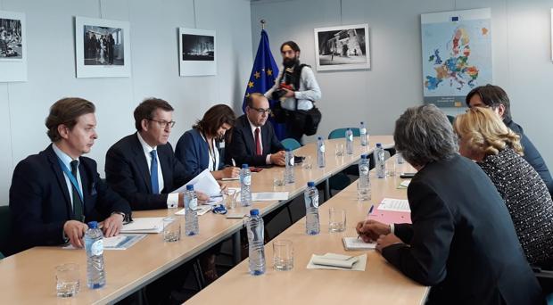 Reunión entre Feijóo y la comisaria Corina Cetru