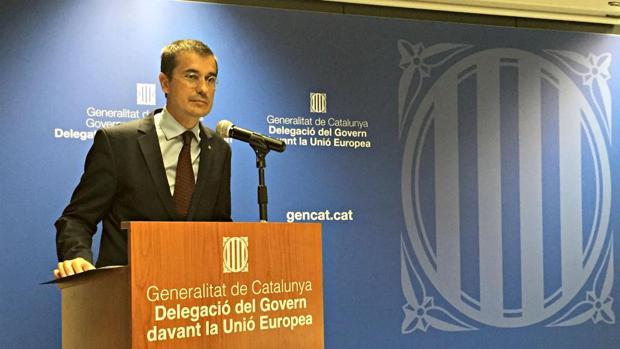 El exrepresentante permanente ante la UE, Amadeu Altafaj, en una de las «embajadas» de la Generalitat