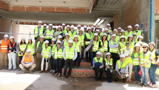 Foto de familia de los integrantes de la visita realizada la semana pasada a las obras