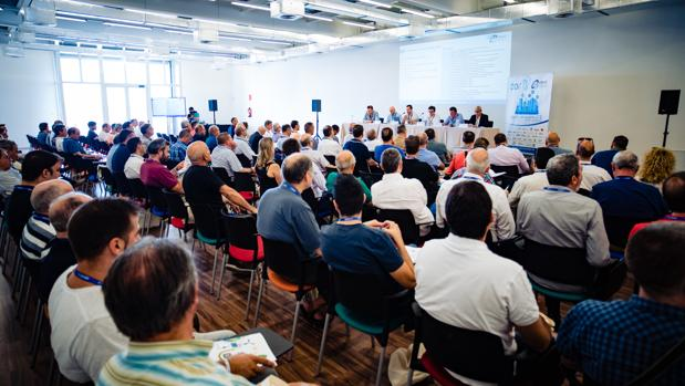 Profesionales instaladores eléctricos en el evento organizado por Aselec