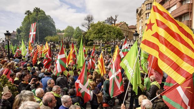 Cientos de personas se concentran durante la celebración del Aberri Eguna del año pasado