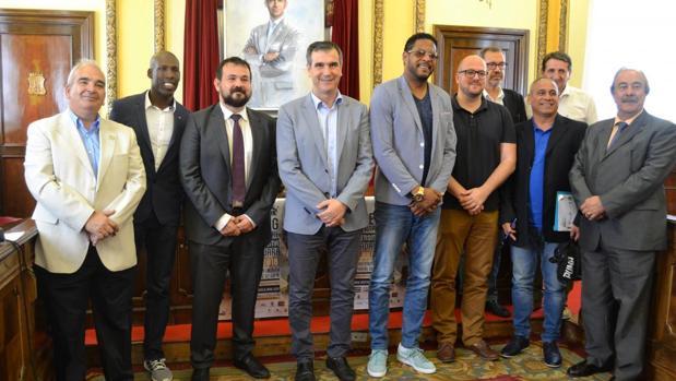 En la presentación del evento estuvieron los exatletas Javier Sotomayor y Luis Felipe Méliz