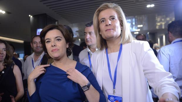 Soraya Sáenz de Santamaría junto a Fátima Báñez