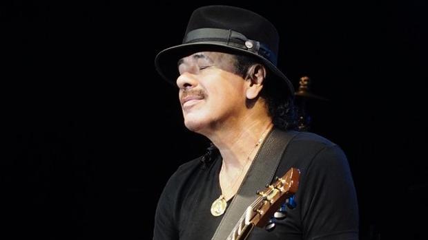 El guitarrista Carlos Santana, en un concierto