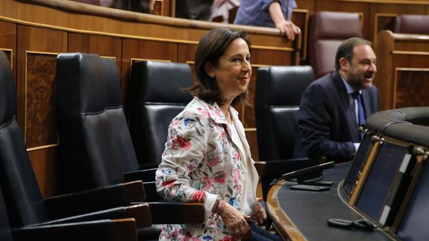 La ministra de Defensa, Margarita Robles, a quien apeló una de las opositoras excluidas