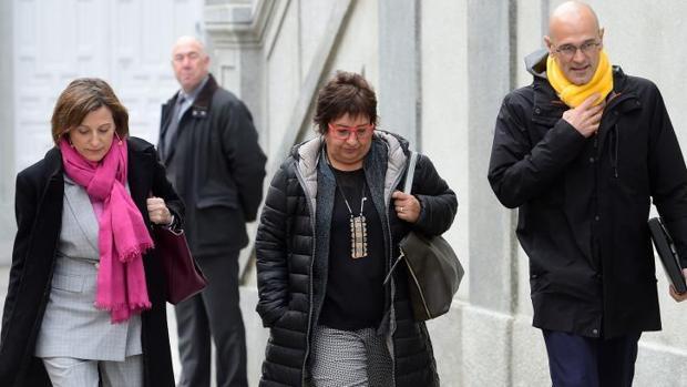 La exconsejera catalana de Trabajo, Dolors Bassa, junto a Carme Forcadell y Raul Romeva en su llegada al Supremo el pasado 23 de marzo, en Madrid